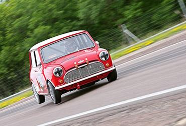 Aston riviera cars news sp cialiste aston martin for Garage mini pau